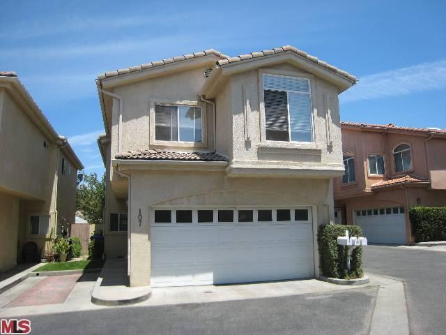 6970 De Celis Place #107, Van Nuys, CA 91406 (#13673983) :: TBG Homes - Keller Williams