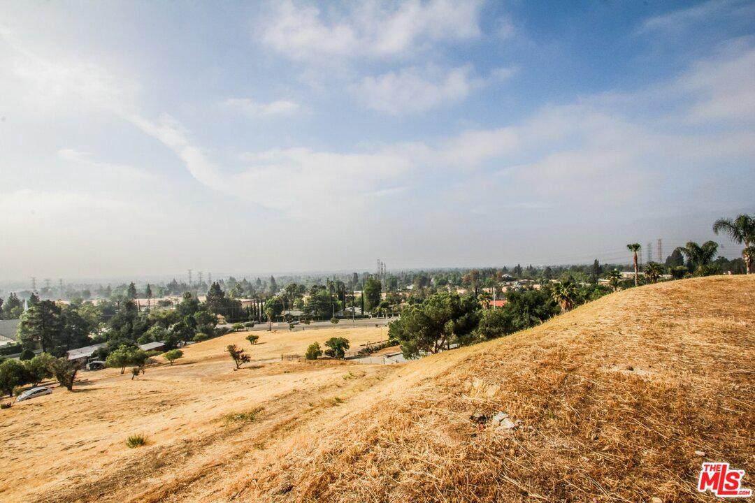 1 Ridgeway - Photo 1