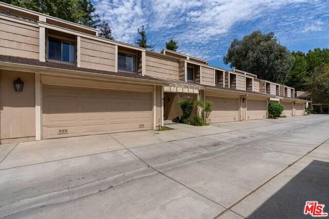 18180 Andrea Cir #2, Northridge, CA 91325 (#20-617804) :: Randy Plaice and Associates