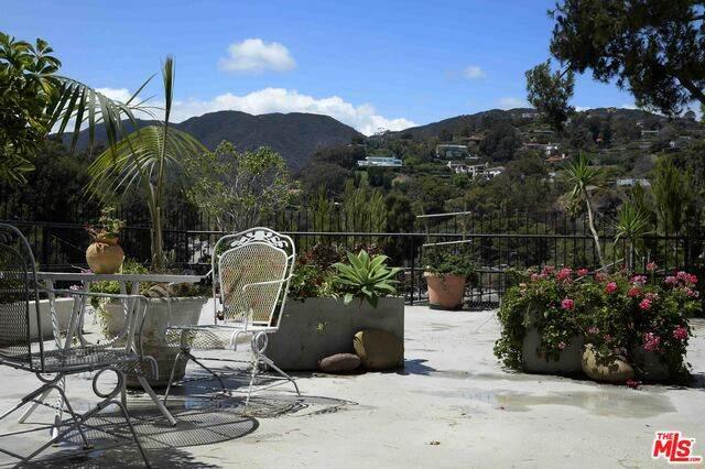 17352 W Sunset Blvd #103, Pacific Palisades, CA 90272 (#20-620446) :: Randy Plaice and Associates