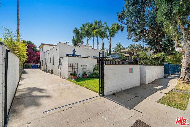 1037 Pleasantview Ave, Venice, CA 90291 (#20-624940) :: Compass