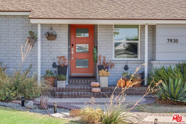7938 Wish Ave, Lake Balboa, CA 91406 (#20-645914) :: The Parsons Team