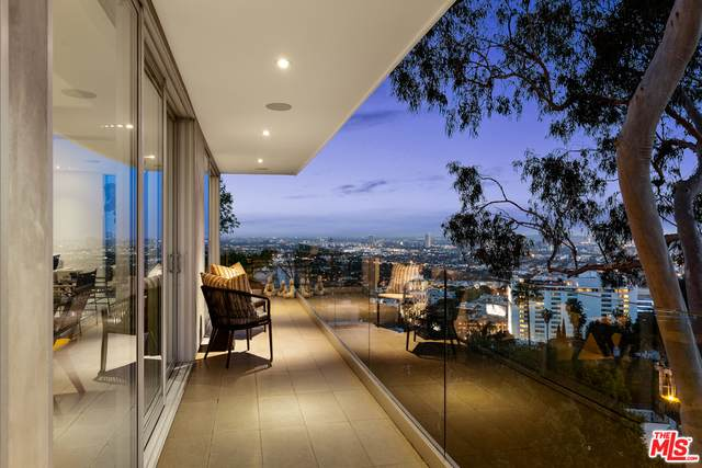 8420 Hollywood Blvd, Los Angeles, CA 90069 (#21-722096) :: Lydia Gable Realty Group