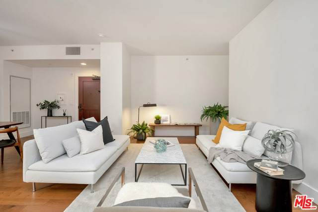 460 S Spring St #411, Los Angeles, CA 90013 (#21-728044) :: TruLine Realty