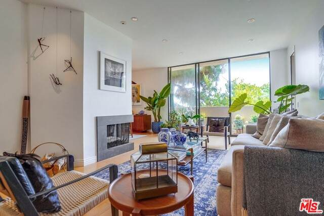 930 N Wetherly Dr #105, West Hollywood, CA 90069 (#21-743668) :: TruLine Realty