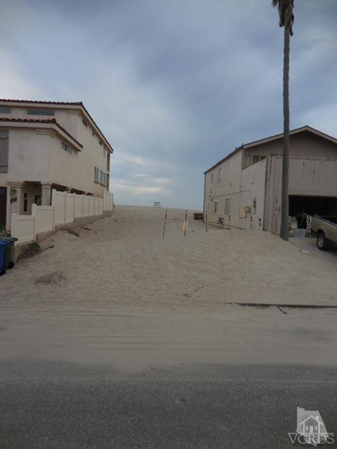 105 Ocean Drive, Oxnard, CA 93035 (#216013437) :: The Fineman Suarez Team