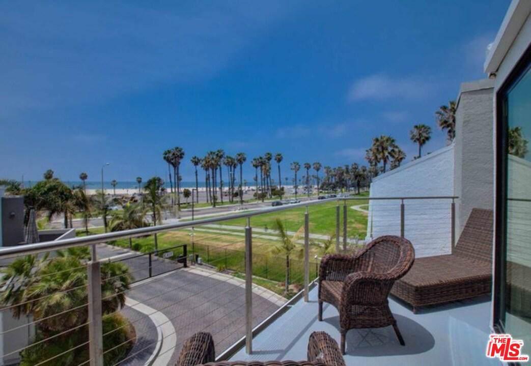 42 Sea Colony Drive - Photo 1