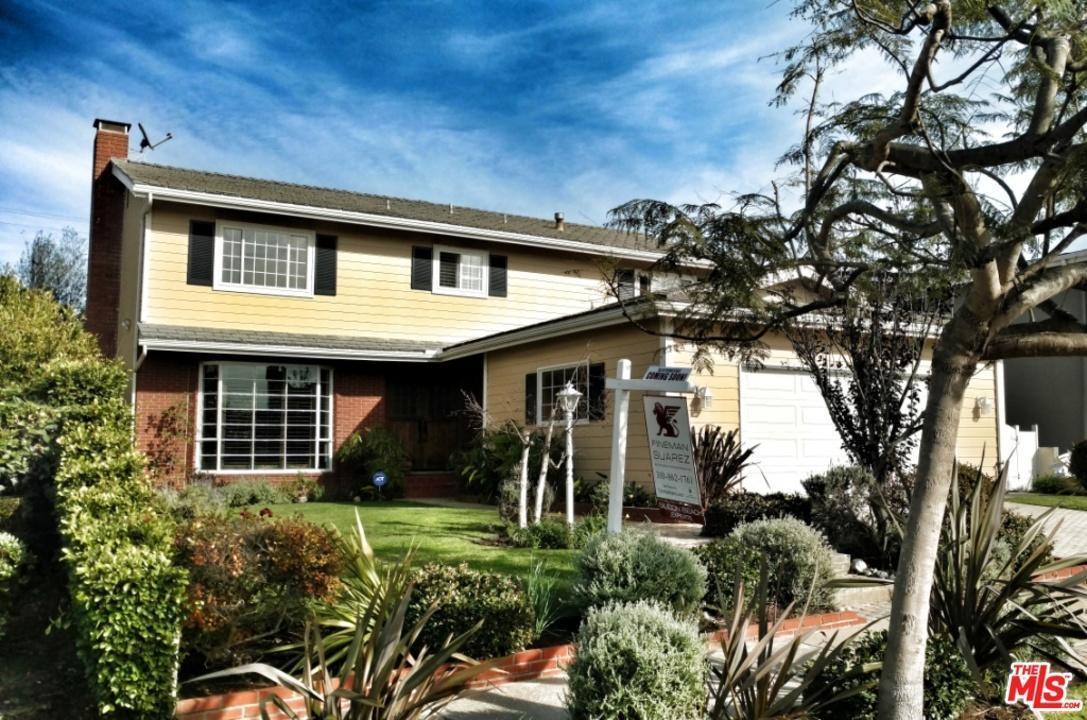 8222 Delgany Avenue, Playa Del Rey, CA 90293 (#17216820) :: The Fineman Suarez Team