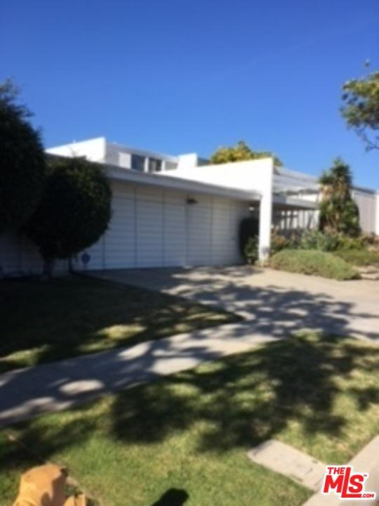 6443 S Halm Avenue, Los Angeles (City), CA 90056 (#18307096) :: Fred Howard Real Estate Team
