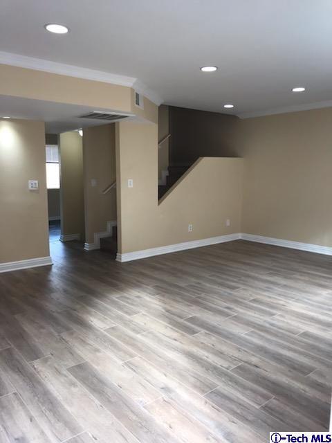 8532 Columbus Avenue #17, North Hills, CA 91343 (#318004692) :: Fred Howard Real Estate Team