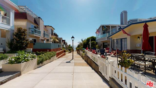 405 20TH St, Manhattan Beach, CA 90266 (#20-588706) :: TruLine Realty