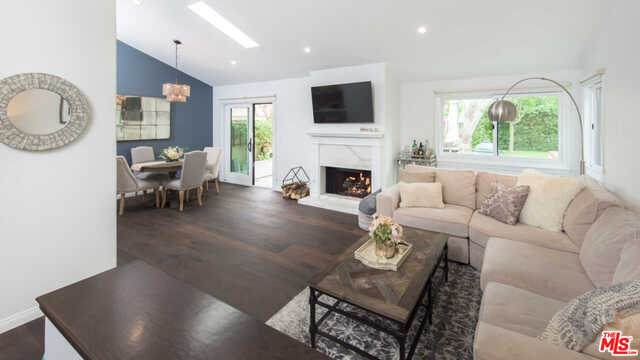 24 Grenada Ct, Manhattan Beach, CA 90266 (MLS #20-629970) :: The Sandi Phillips Team