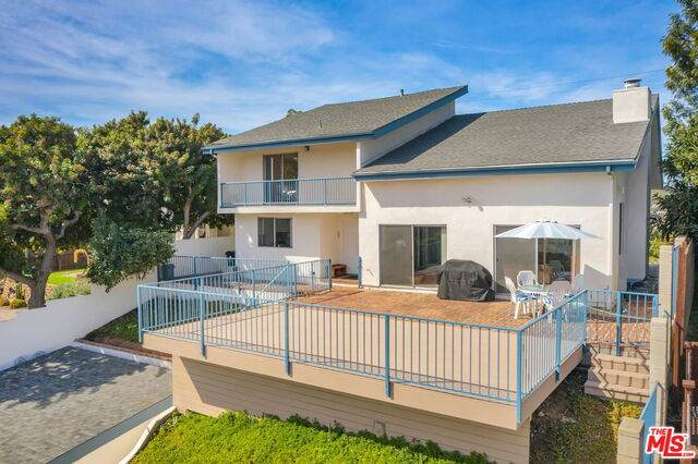2733 Medlow Ave, Los Angeles, CA 90065 (#21-694280) :: The Grillo Group
