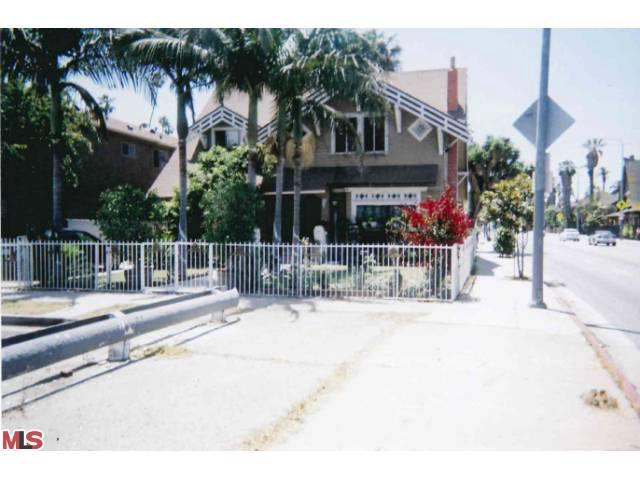 2388 W 23RD Street, Los Angeles (City), CA 90018 (#13674093) :: Lydia Gable Realty Group