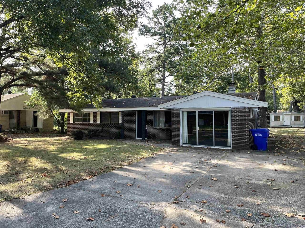 2109 Arkansas Ave - Photo 1
