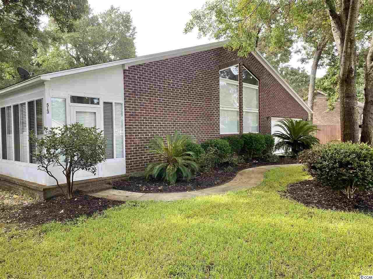 513 Hollywood Dr. N - Photo 1