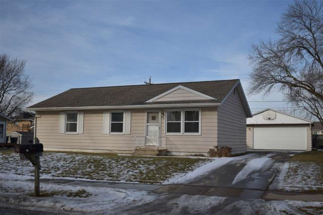 818 Lilac Lane, Cedar Falls, IA 50613 (MLS #20180285) :: Amy Wienands Real Estate