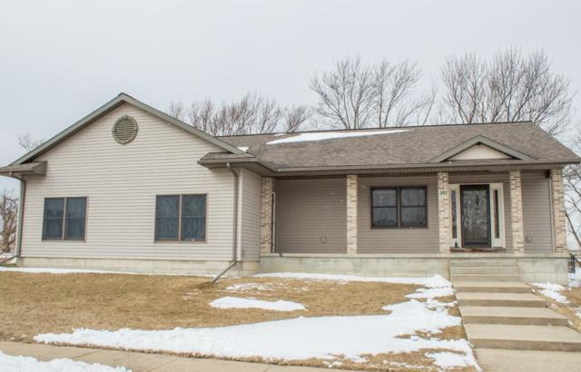 301 Park 26th St Nw, Waverly, IA 50677 (MLS #20181643) :: Amy Wienands Real Estate