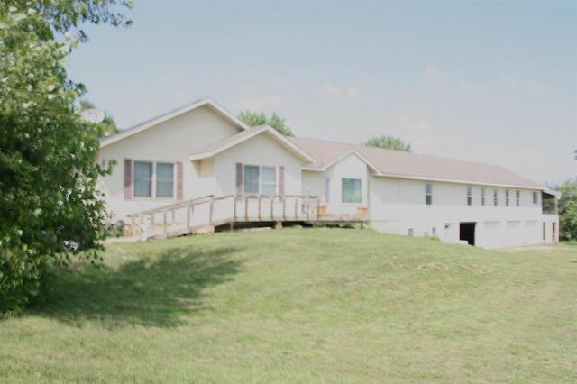 29472 Hwy 3, Clarksville, IA 50619 (MLS #20183811) :: Amy Wienands Real Estate