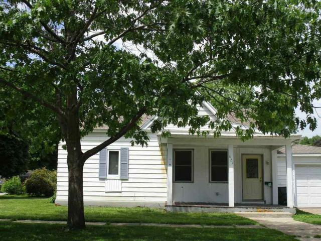 621 W 4, Cedar Falls, IA 50613 (MLS #20191895) :: Amy Wienands Real Estate