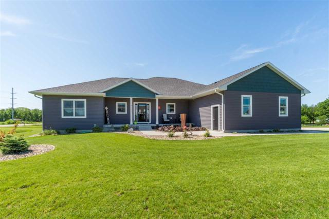 4111 Wild Horse Drive, Cedar Falls, IA 50613 (MLS #20192932) :: Amy Wienands Real Estate