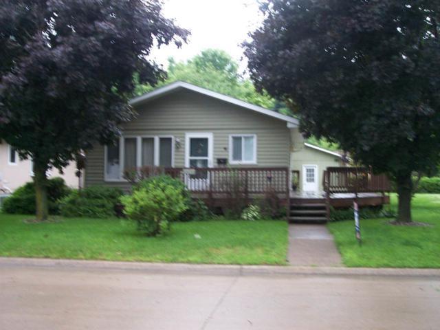 906 N 3rd Street, Guttenberg, IA 52052 (MLS #20193375) :: Amy Wienands Real Estate