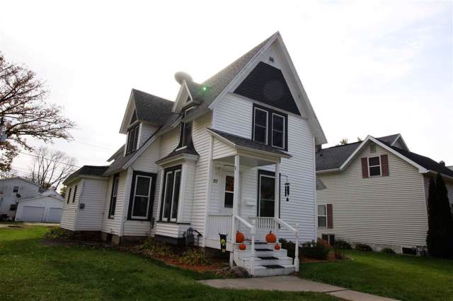 717 E Butler Street, Manchester, IA 52057 (MLS #20195814) :: Amy Wienands Real Estate