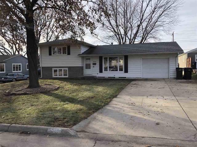 3213 Carlton, Cedar Falls, IA 50613 (MLS #20196597) :: Amy Wienands Real Estate