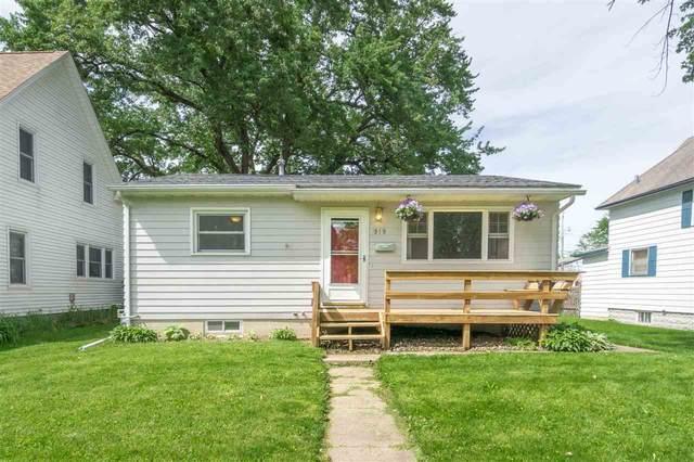 919 Hawthorne Avenue, Waterloo, IA 50702 (MLS #20202545) :: Amy Wienands Real Estate