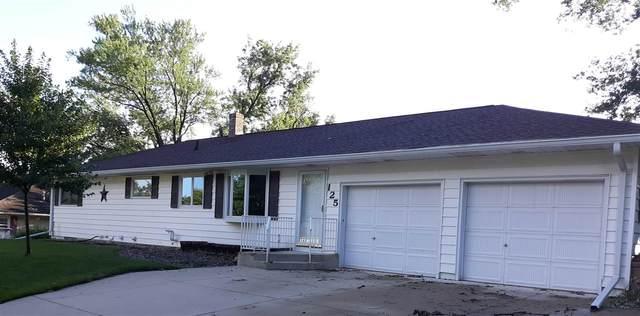 125 Amity Drive, Waterloo, IA 50701 (MLS #20203426) :: Amy Wienands Real Estate