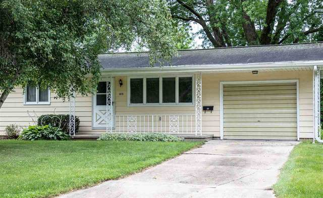 1015 Greenfield Ave., Waverly, IA 50677 (MLS #20203572) :: Amy Wienands Real Estate