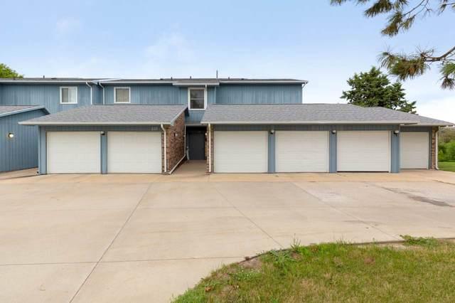 227 Southbrooke Drive, Waterloo, IA 50702 (MLS #20203918) :: Amy Wienands Real Estate