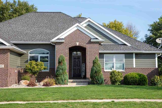 1201 NE 2nd Ave., Waverly, IA 50677 (MLS #20204884) :: Amy Wienands Real Estate
