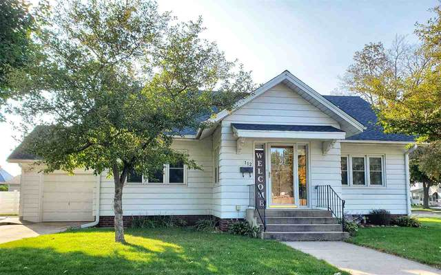 112 Iowa Street, Manchester, IA 52057 (MLS #20204903) :: Amy Wienands Real Estate