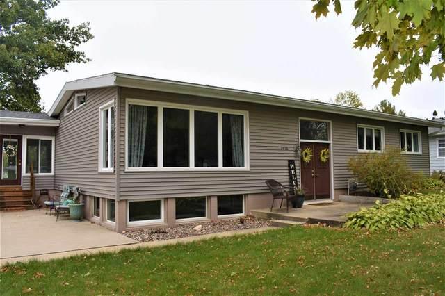 1916 Valley High Drive, Cedar Falls, IA 50613 (MLS #20205038) :: Amy Wienands Real Estate