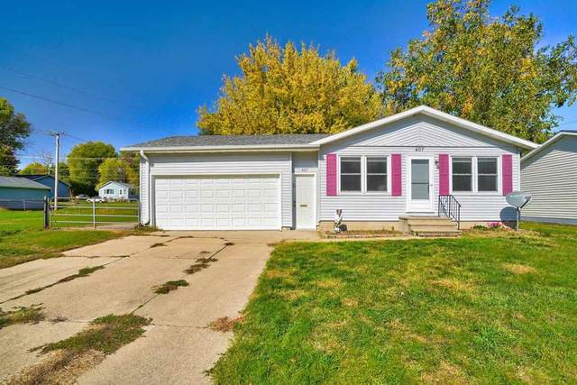 407 NE Lincoln Drive, Oelwein, IA 50662 (MLS #20205159) :: Amy Wienands Real Estate