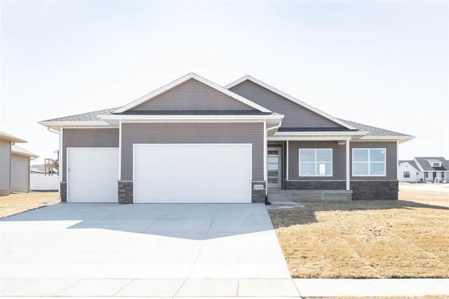 2406 Leigh Lane, Cedar Falls, IA 50613 (MLS #20205610) :: Amy Wienands Real Estate