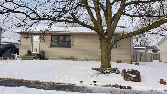 4016 Matthew Drive, Waterloo, IA 50701 (MLS #20210021) :: Amy Wienands Real Estate