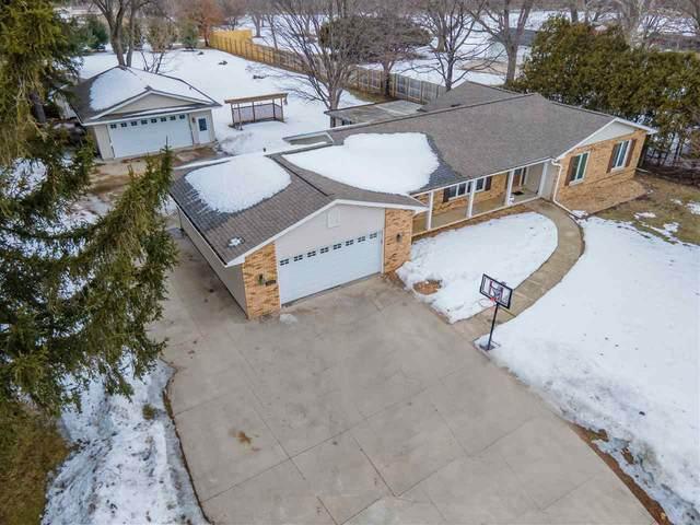 4111 S Main St Road, Cedar Falls, IA 50613 (MLS #20210798) :: Amy Wienands Real Estate
