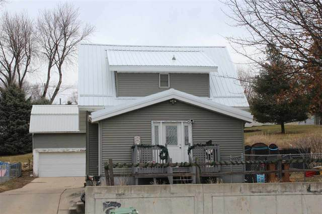 1007 E Bremer Avenue, Waverly, IA 50677 (MLS #20210874) :: Amy Wienands Real Estate