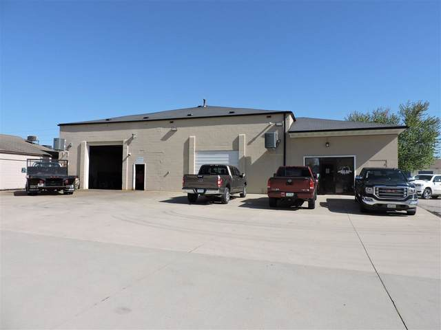 2501 Falls Avenue, Waterloo, IA 50701 (MLS #20211988) :: Amy Wienands Real Estate