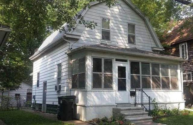 1420 W 2nd Street, Waterloo, IA 50701 (MLS #20212667) :: Amy Wienands Real Estate