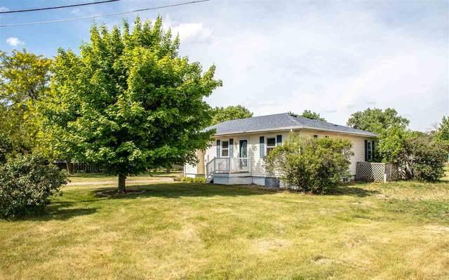 2712 Big Woods Road, Cedar Falls, IA 50613 (MLS #20212699) :: Amy Wienands Real Estate