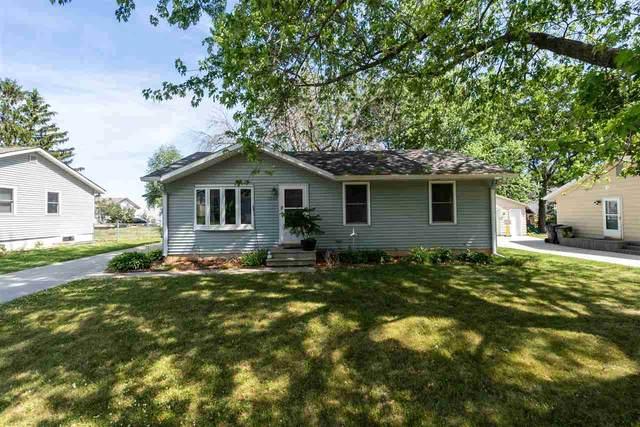 1200 Lilac Lane, Cedar Falls, IA 50613 (MLS #20212746) :: Amy Wienands Real Estate