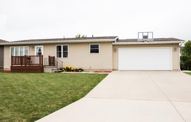 1007 Pleasant Drive, Parkersburg, IA 50665 (MLS #20183332) :: Amy Wienands Real Estate