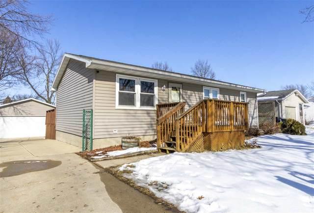206 Spruce Hills Drive, Cedar Falls, IA 50613 (MLS #20200699) :: Amy Wienands Real Estate