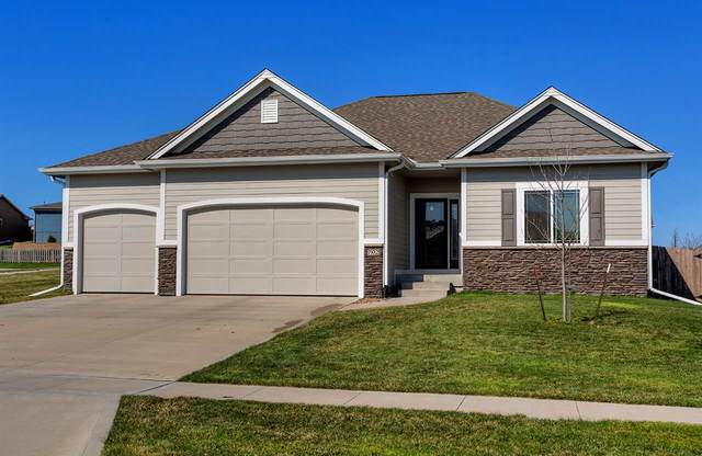 702 NW Ridgeline Court, Ankeny, IA 50023 (MLS #20201429) :: Amy Wienands Real Estate