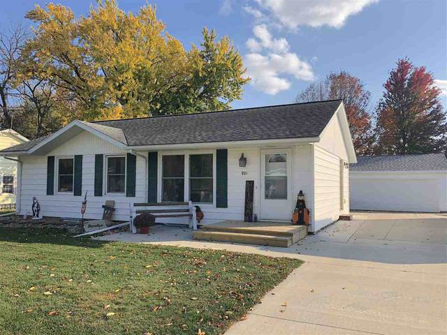 921 Greenfield Avenue, Waverly, IA 50677 (MLS #20205045) :: Amy Wienands Real Estate