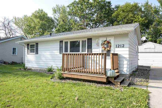 1212 Lilac Lane, Cedar Falls, IA 50613 (MLS #20204513) :: Amy Wienands Real Estate