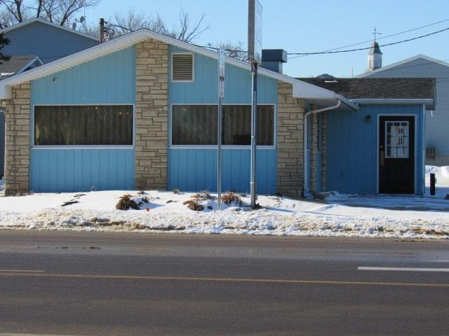 138 S Main Street, Monticello, IA 52310 (MLS #20180273) :: Amy Wienands Real Estate
